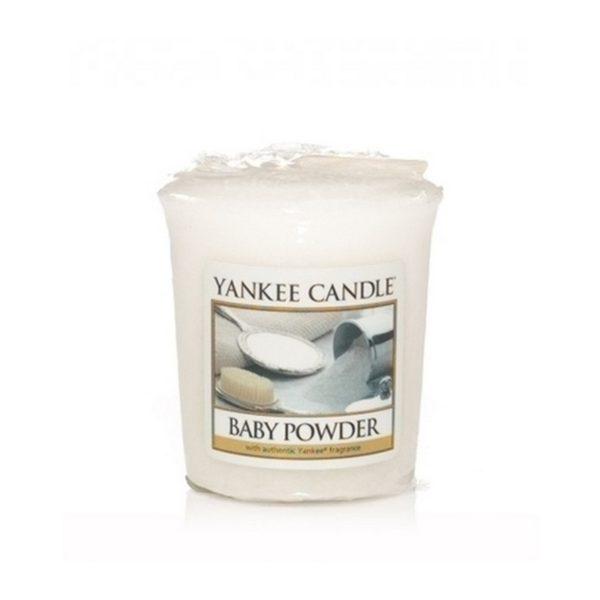 votive od yankee candle, biała w szklanym słoiku o zapachu baby powder. puder dla dzieci, delikatny zapach, relaks, odpoczynek, uspokojenie, świeca zapachowa, świeca, wosk, prezent, migdały N, nuty kwiatowo-pudrowe : piżmo, kumaryna, prezent, upominek, mała świeczka