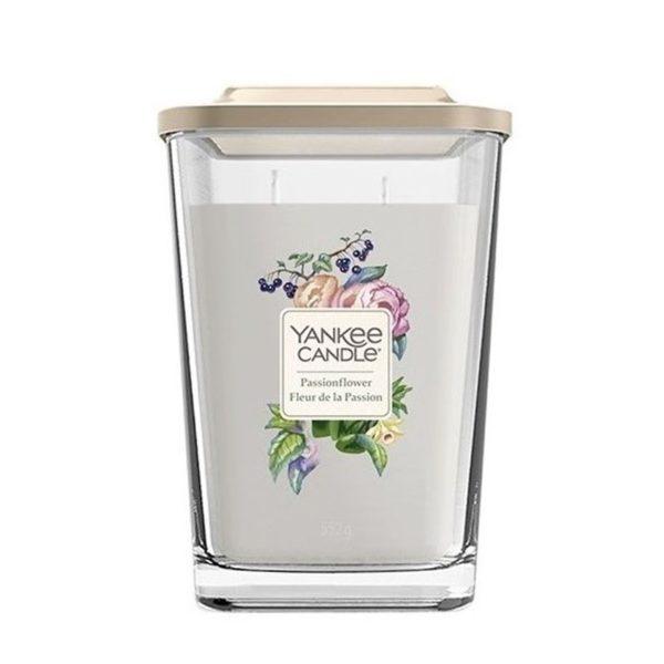 Duża świeca zapachowa od Yankee Candle, szara w szklanym słoiku o zapachu Passionflowers. Czarna porzeczka, herbata jaśminowa, mandarynka, owoce, muszelki, piżmo, zapach, świeca zapachowa, świeca, szary, prezent, prezent dla niej , wosk sojowy, yankee candle elevation