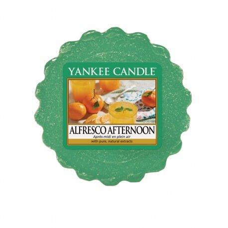 wosk od Yankee Candle, zielona w szklanym słoiku o zapachu alfresco afternoon. Popołudnie, zapach, lato, wiosna, relaks, świeże, orzeźwienie, relaks, odpoczynek, nektarynki, mandarynki, pomarańcze, zielona trawa cytrusowa, cytrusy, zielone, piknik, zapach, drobiazg, upominek