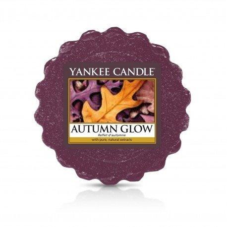 wosk od Yankee Candle, fioletowa w szklanym słoiku o zapachu Autumn Glow. Paczula, ziarna tonka, liście, kwiaty jesienne, chanel number 5, chanel numer 5, chanel no 5, kwiaty, bukiet kwiatowy, prezent, dla pań, perfumy, perfumy damskie