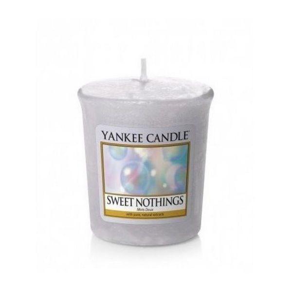 votive Yankee Candle o zapachu Sweet Nothings. Fioletowa, świeca zapachowa, bańki, świeżość, orzeźwienie, kąpiel, relaks, wanna, świece, zapachy, drobny prezent, upominek, prezent, mała świeczka