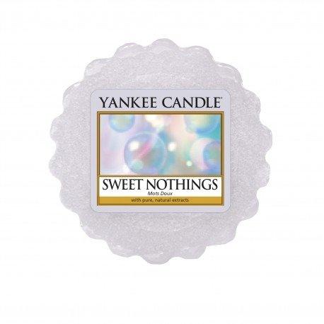 wosk zapachowa Yankee Candle o zapachu Sweet Nothings. Fioletowa, świeca zapachowa, bańki, świeżość, orzeźwienie, kąpiel, relaks, wanna, świece, zapachy, drobny prezent, upominek, prezent