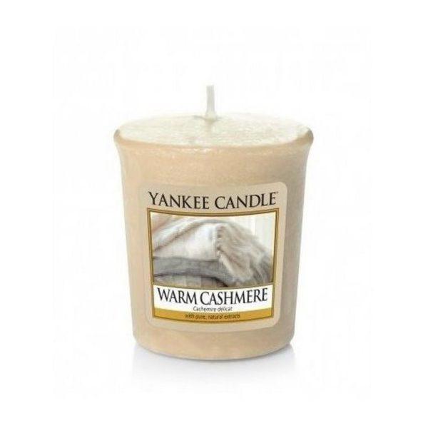 votive od Yankee Candle, beżowa o zapachu Warm Cashmere. Kocyk, sweter, kaszmir, świeca zapachowa, ciepło, dom, domowy zapach, ciepło domowego ogniska, mała świeczka, prezent, upominek