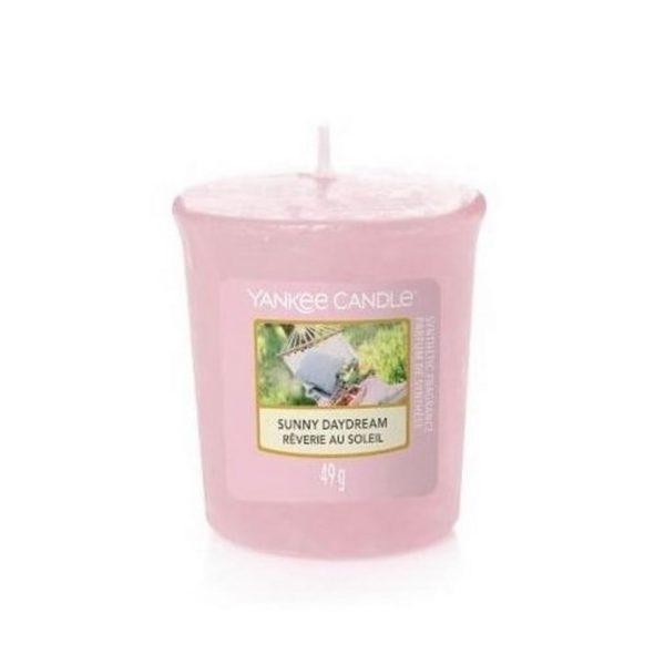votive od Yankee candle, różowa o zapachu Sunny Daydream. Różowy, lato, wiosna, zapach, świeca zapachowa, kwiaty, ogródek, relaks, odpoczynek, wakacje, trawa, łąka, mała świeczka, prezent, upominek