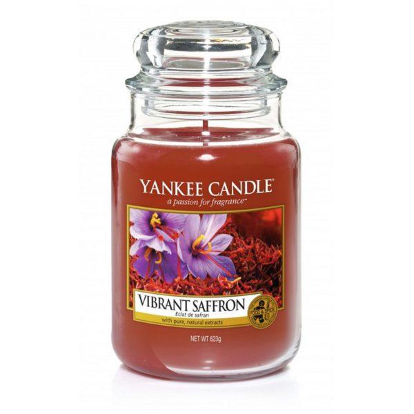 Duża świeca od Yankee Candle, rudawa o zapachu Vibrant Safron. Jesień, jesienne zapachy, rude, safron, vibrant, świece zapachowe, ciepło domowego ogniska, dom, relaks,